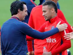 Emery e Neymar in allenamento prima della sfida col Bayern Monaco.