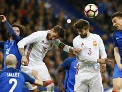Sergio Ramos e Piqué in azione con la Spagna