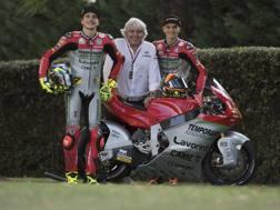 La livrea che ricorda la MV Agusta di Giacomo Agostini con la  quale Lorenzo Baldassarri (a sin.) e Luca Marini hanno corso a Misano