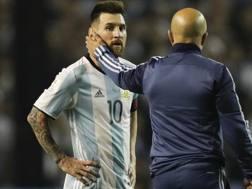 Sampaoli consola Messi.