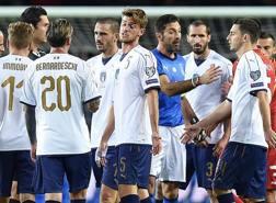Gli azzurri dopo la partita con la Macedonia.. Ansa