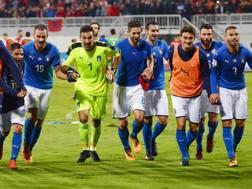 La festa della Nazionale dopo il successo in Albania. Afp