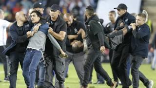 Israele-Spagna: tifoso fa invasione con un coltello e corre verso Isco