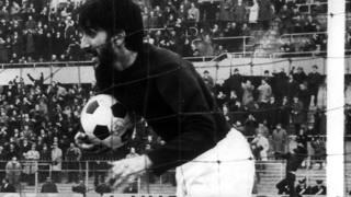 Gigi Meroni in maglia granata.