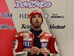 Andrea Dovizioso ai box Ducati. Ap