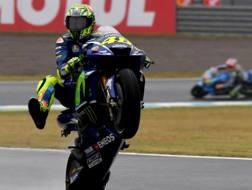 Valentino Rossi impenna a Motegi. Afp