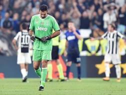 Nell'espressione di Gigi Buffon la desolazione bianconera. Ansa