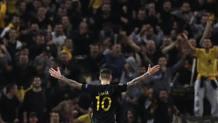 Marko Livaja esulta dopo il gol all'Austria Vienna. Ap