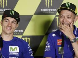 Da sinistra Maverick Viñales e Valentino Rossi. Epa