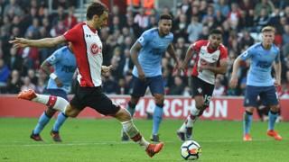 Manolo Gabbiadini con la maglia del Southampton.