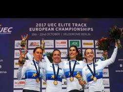 Il quartetto donne azzurro, oro nell'inseguimento. Da sinistra: Valsecchi, Guderzo, Balsamo e Paternoster. Bettini