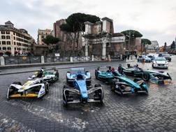 Le monoposto di Formula E davanti ai Fori Imperiali
