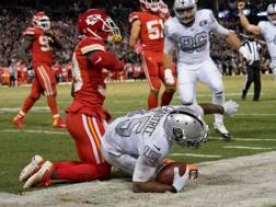Crabtree si tuffa per il touchdown decisivo REUTERS