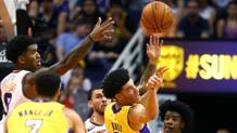 Lonzo Ball in action contro i Suns.