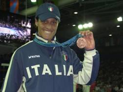 Emanuela Pierantozzi mostra il bronzo olimpico di Sydney 2000