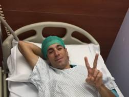 """Vincenzo Nibali, 32 anni, dopo l'operazione all'ospedale """"Papa Giovanni XXIII"""" di Bergamo"""