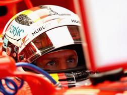 Sebastian Vettel ai box in Messico. Afp