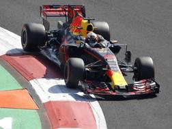 Daniel Ricciardo in azione in Messico. Lapresse