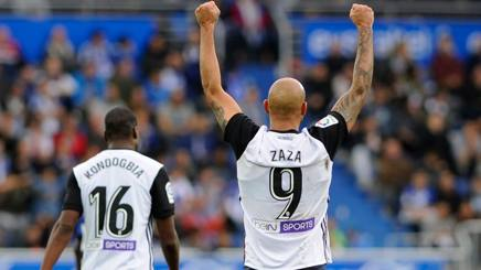 Simone Zazaz festeggia il gol all'Alaves. Afp