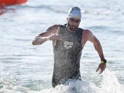 Massimiliano Rosolino termina la frazione a nuoto. Ballabio