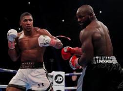 Anthony Joshua, a sinistra, 28 anni, ha battuto carlo Takam, 36, dopo 10 round dominati ACTION