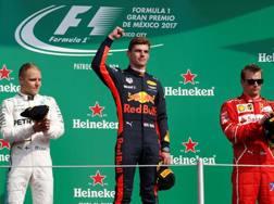 Max Verstappen tra Bottas e Raikkonen. Reuters