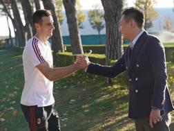 Han Li e Nikola Kalinic a Milanello.