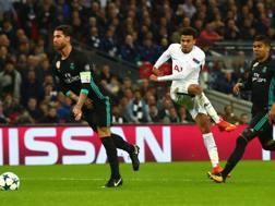 Alli calcia, Ramos si gira. Getty Images