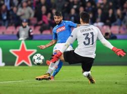 Lorenzo Insigne supera Ederson per l'1-0 del Napoli. LaPresse