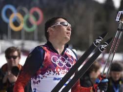 Alexander Legkov dopo l'oro nella 50 km di Sochi. Afp