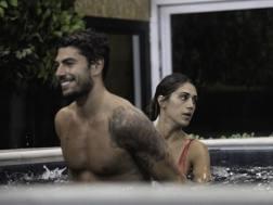 Un' immagine che testimonia la tenerezza tra Ignazio Moser e Cecilia Rodriguez nella casa del Grande Fratello Vip