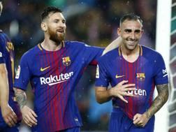 Messi e Paco Alcacer festeggiano dopo la doppietta dello spagnolo. Ap