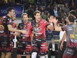 L'esultanza dei giocatori di Perugia per la vetta solitaria in campionato