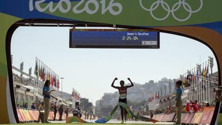 L'arrivo della Sumgong a Rio 2016. Ap