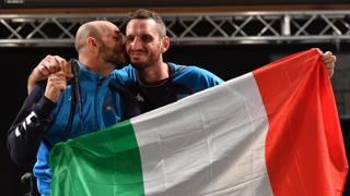 La commozione di Alessio Sarri con la medaglia