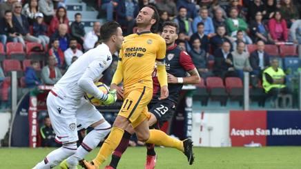 Giampaolo Pazzini, 33 anni, in azione contro il Cagliari LaPresse