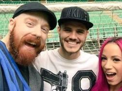 Wwe, l'ex campione mondiale Sheamus e la wrestler statunitense Sasha Banks con Mauro Icardi