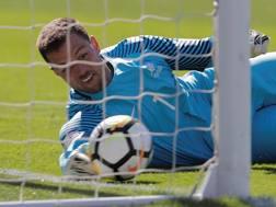 Il portiere neozelandese Stefan Marinovic, protagonista contro il Perù. Reuters