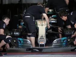Meccanici Mercedes al lavoro in Brasile. Reuters