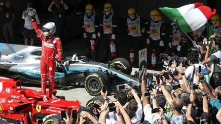La gioia di Vettel dopo la vittoria. Ap