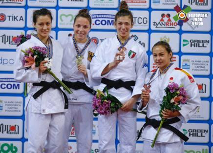 Miriam Boi mostra il bronzo sul podio