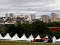 La McLaren di Alonso e sullo sfondo la citta di San Paolo. Getty