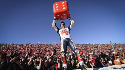 Marc Marquez festeggia coi tifosi spagnoli il sesto titolo mondiale