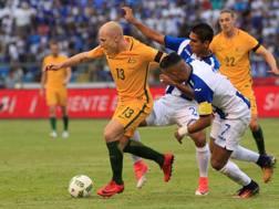 Una fase di Honduras-Australia, spareggio di andata finito 0-0. Reuters
