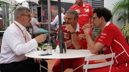Ross Brawn con Arrivabene e Binotto. LaPresse