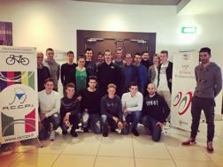 Il gruppo dei neoprofessionisti italiani con il c.t Davide Cassani