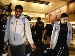 I giocatori di Ucla al loro ritorno in Usa. Ap