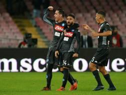 Lorenzo Insigne, autore del primo gol al Milan, festeggia con Callejon e Allan. Reuters