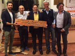 Riccardo Magrini, al centro, con la Catena Incatricchiata 2017