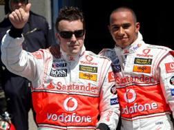 Fernando Alonso e Lewis Hamilton nel 2007 in McLaren. Ansa